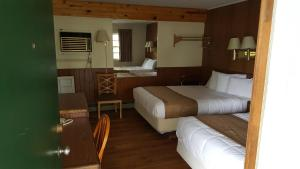A bunk bed or bunk beds in a room at Budget Host Inn