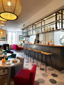 The lounge or bar area at Hôtel Beau Site Talloires