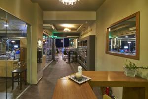 Εστιατόριο ή άλλο μέρος για φαγητό στο DiRe