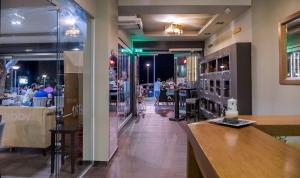 Ο χώρος του lounge ή του μπαρ στο DiRe