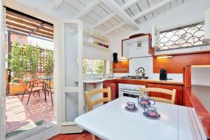 Restaurant ou autre lieu de restauration dans l'établissement Rome Unique Navona Apartments