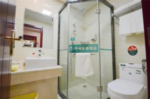 A bathroom at GreenTree Alliance AnHui ChuZhou QuanJiao JiangHai New City Plaza Hotel
