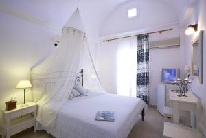 A bed or beds in a room at Hotel Matina