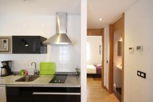 A kitchen or kitchenette at Apartamentos Tito San Agustin