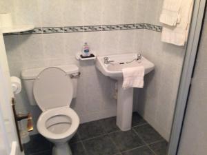 A bathroom at Sea View B&B