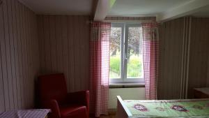 Ein Sitzbereich in der Unterkunft Gästehaus Krone