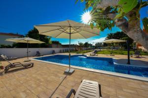 The swimming pool at or near Apartments Bonex