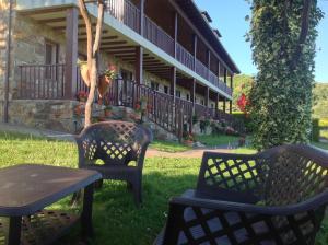 Un patio o zona al aire libre en Hotel Rural Los Trobos