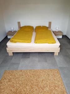 Ein Bett oder Betten in einem Zimmer der Unterkunft Ferienzimmer Jasna