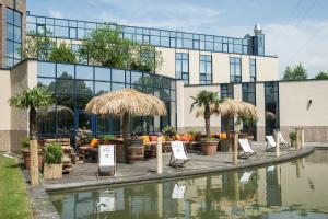 The swimming pool at or near TRYP Düsseldorf Airport