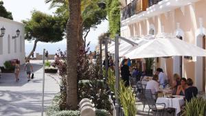 A restaurant or other place to eat at Hotel Mirador de Dalt Vila