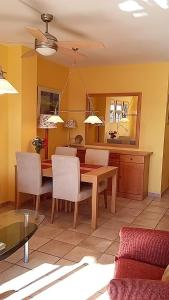 A seating area at Apartment Carabeo 2000 - Nerja