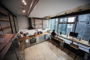 Кухня или мини-кухня в Хостел ICON
