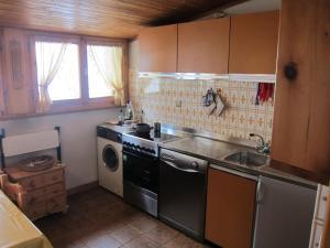 A kitchen or kitchenette at Casa Italo