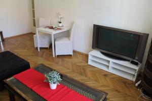 Гостиная зона в Trendy Old Prague Apartment