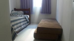 A bed or beds in a room at Apto. Praia do Forte Cabo Frio