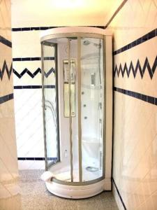 A bathroom at Waldhotel Silbermühle