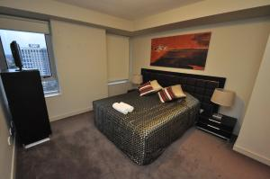 A room at North Sydney Fully Self Contained Modern 2 Bed Apartment (2207BER)