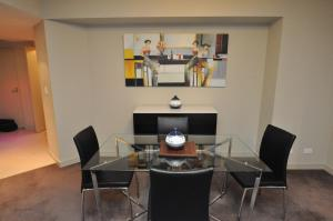 A seating area at North Sydney Fully Self Contained Modern 2 Bed Apartment (2207BER)
