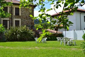 A garden outside Hotel Termas de Liérganes