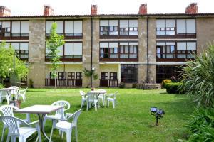 A porch or other outdoor area at Hotel Termas de Liérganes
