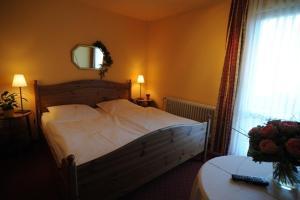 Ein Bett oder Betten in einem Zimmer der Unterkunft Leibers Galerie-Hotel