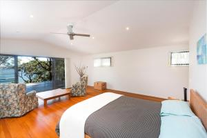A bed or beds in a room at Brae Villa