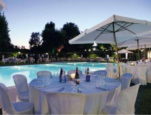 A restaurant or other place to eat at Hotel Sporting Brugherio