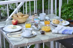 Breakfast options available to guests at Burghotel Stammhaus