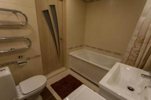 A bathroom at Studio On Pechorskaya