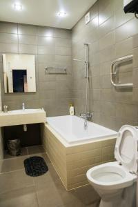 A bathroom at Apartment in the Center on Prospekt Revolyutsii