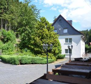 Eine Fassade oder ein Eingang zu Pension Landhaus Machold