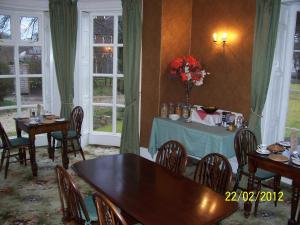 A restaurant or other place to eat at Beechwood House B & B