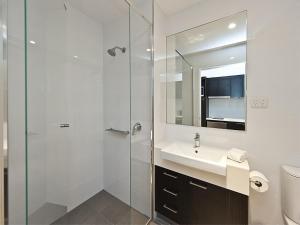 A bathroom at Quest Rockingham