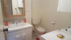 A bathroom at Kirwan 7