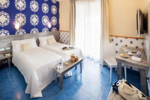 A bed or beds in a room at Ostia Antica Park Hotel & Spa