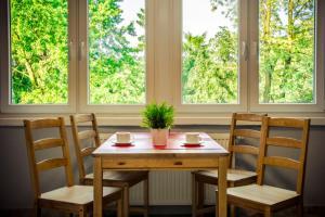 Reštaurácia alebo iné gastronomické zariadenie v ubytovaní NH Hostel