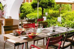 A restaurant or other place to eat at Mövenpick Hotel Zürich-Regensdorf