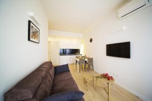 Una televisión o centro de entretenimiento en TwoBros Apartment