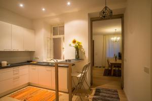 A kitchen or kitchenette at Villa Quenz Family Suites
