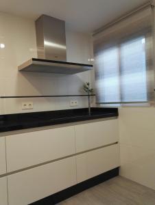 Una cocina o zona de cocina en Apartamento Fuengirola Javier