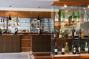 The lounge or bar area at Jurys Inn Bradford