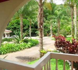 Vista de la piscina de Hotel Rio Perlas Spa & Resort o alrededores