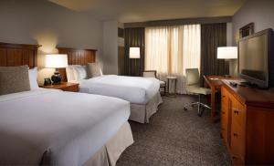 A room at DoubleTree by Hilton Chicago - Oak Brook