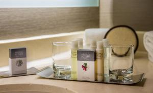 Coffee and tea-making facilities at DoubleTree by Hilton Chicago - Oak Brook