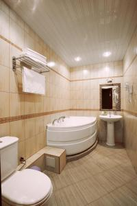 A bathroom at Nikol Hotel