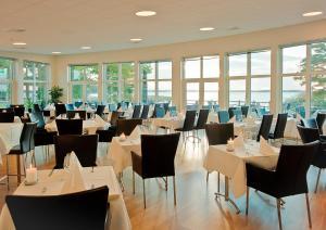 En restaurang eller annat matställe på Ringsjöstrand Hotel