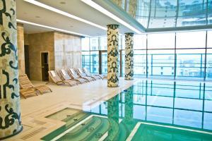 Бассейн в Kharkiv Palace Hotel или поблизости