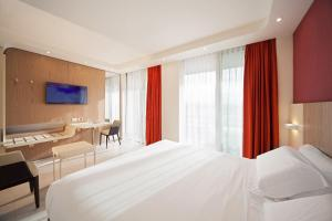 A bed or beds in a room at Hotel Aria