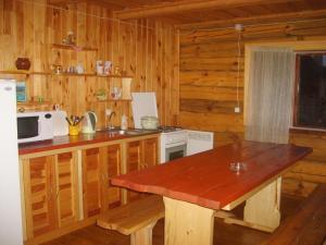 A kitchen or kitchenette at Hutor Nadberezhie